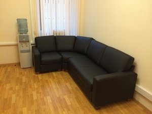 собранный угловой диван эко-кожа